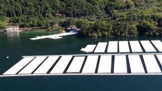 Christo, l'opera vista dall'alto: ecco come avanza il cantiere sul lago d'Iseo / GUARDA LE FOTO