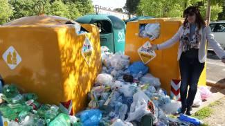 Emergenza rifiuti, dopo 20 giorni ancora disagi