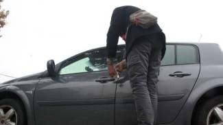 Sbaglia auto e per dieci minuti diventa ladra 'involontaria'