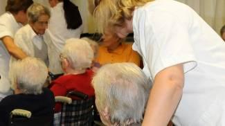Cade dalle scale, grave 91enne cieca