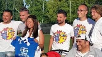 I campioni del pallone in campoper aiutare il piccolo Edoardo
