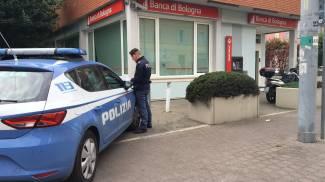 Rapina in banca, impiegati legati e sequestrati