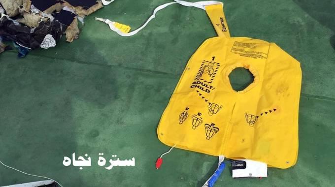 """Aereo caduto in Egitto, medico legale: """"Esplosione a bordo"""""""