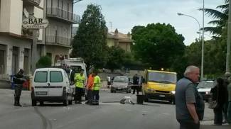 Investito mentre attraversa la strada: muore anziano