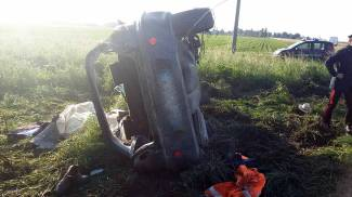 Schianto terribile, l'auto si rovescia: muore a 32 anni