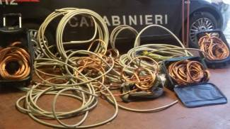 Rubano 360 chili di fili di rame: presi