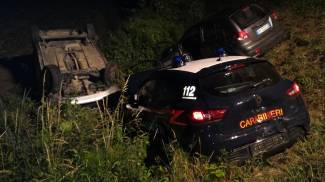 Inseguimento nella notte: due in manette, feriti quattro carabinieri