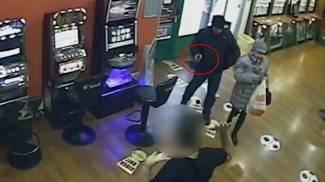 Rapine in sale gioco, i dipendenti sono complici e si fingono ostaggi: 7 arresti - VIDEO