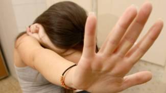 Dà alcol e psicofarmaci alla coetanea poi la stupra: denunciato un 16enne