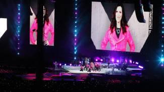 """Laura Pausini apre il concerto con quel """"Ciao Imola, cum stet"""". Guarda le foto"""