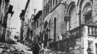 Sotto le macerie della Guerra: un'altra foto storica in regalo oggi con La Nazione