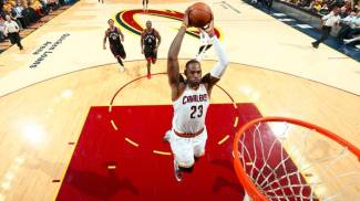 NBA playoff, Cleveland sommerge Toronto 116-78, i Cavs vanno 3-2 / VIDEO