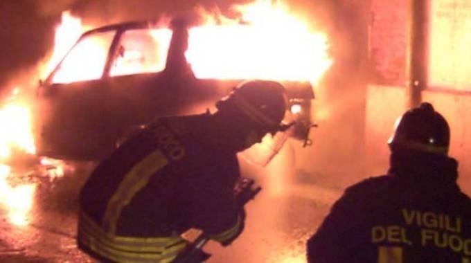 Bologna, auto incendiate nella zona Est (Foto di repertorio Lecci)
