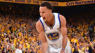 Nba playoff, Warriors-Thunder 120-111. Curry salva Golden State: we're not going home