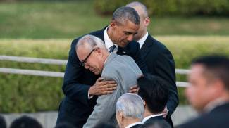 "Obama in visita a Hiroshima. ""Piango vittime dell'atomica"". Abbracci con superstiti"