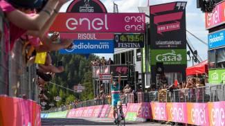 Nibali, vittoria al Giro nel giorno dei funerali del caro don Francesco