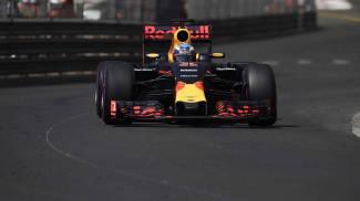 F1, Ricciardo in pole a Monaco davanti alle Mercedes, Vettel quarto. Orari e tv