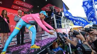 Nibali in maglia rosa al Giro d'Italia: Mastromarco impazzita per il suo campione