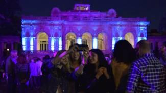 Corallo, uno spettacolo di luci. Livorno abbraccia il suo monumento
