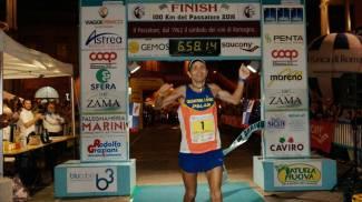 E' Giorgio Calcaterra per l'11esima volta il vincitore del Passatore. Guarda le foto