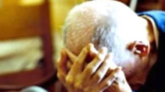 Rapina in casa, anziano picchiato e legato a una sedia