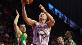 Basket, Reggio Emilia batte Avellino 85-80 e va in finale