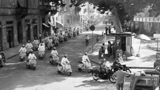 In Vespa torna la serenità dopo la guerra: oggi la foto storica in regalo con La Nazione