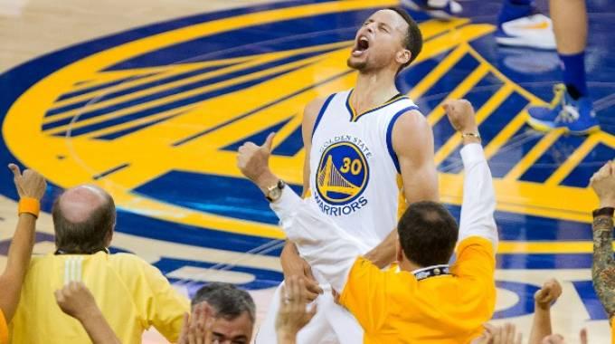 Curry porta Golden State in finale NBA. 36 punti e 96-88 a Oklahoma / VIDEO