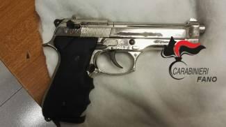 Evaso dai domiciliari, arrestato con una pistola