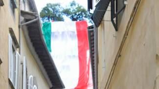 Festa del 2 giugno: torna il maxi tricolore su Torre Guinigi
