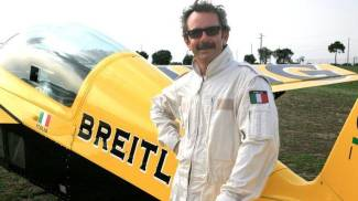 Francesco Fornabaio, campione di volo acrobatico (Ansa)