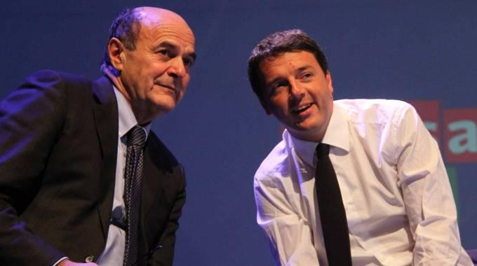 Pier Luigi Bersani e Matteo Renzi (Pressphoto)