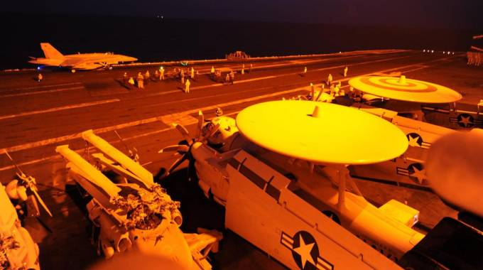 I cacciabombardieri Usa impegnati nei raid contro l'Isis in Siria (Ansa)