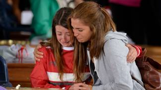 Image Funerali solenni ad Amatrice. Vescovo: 'Non uccide sisma, ma opere dell'uomo'. Presenti Renzi e Mattarella / FOTO