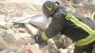 Image Terremoto, ad Amatrice estratta la sesta vittima dell'hotel Roma, si scava ancora. Ieri i funerali solenni / FOTO