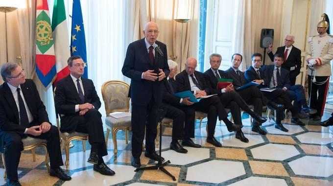 Il Presidente Giorgio Napolitano nel corso dell'incontro con il Consiglio Direttivo della Bce (Ansa)
