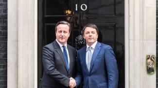 Cameron e Renzi al numero 10 di Downing street (LApresse)