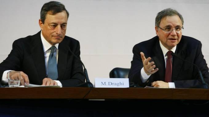 Il presidente della Bce, Mario Draghi, e il governatore di Bankitalia, Ignazio Visco (Afp)