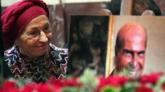 Emma Bonino in Sala Alessi vicino al feretro di Umberto Veronesi