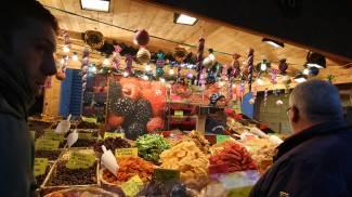 I mercatini aperti in piazza Duomo (Foto Omnimilano)