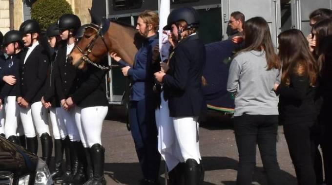 Il cavallo e le amiche di Beatrice