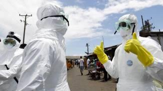 Ebola, operatori sanitari in Liberia (Ansa)