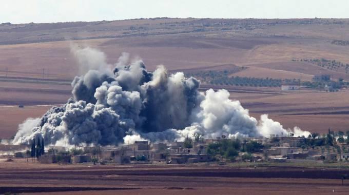 Raid a Kobane (Ansa)