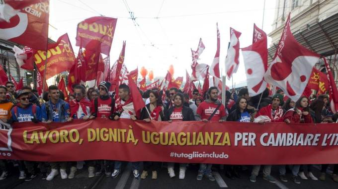 Un momento della manifestazione nazionale della Cgil a Roma (Ansa)