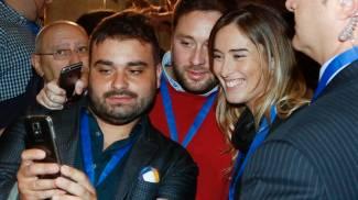 Maria Elena Boschi, selfie dietro le quinte della kermesse (ImagoE)