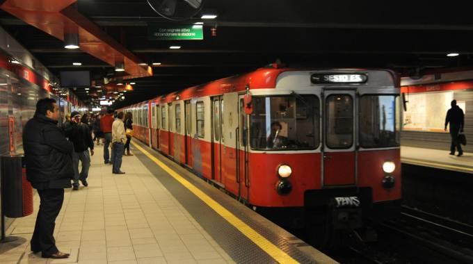 Paura in metro' Duomo: spruzzano spray urticante, 8 persone intossicate