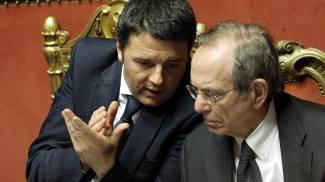 Matteo Renzi e Pier Carlo Padoan (Ansa)