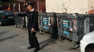 Il cassonetto nel quale è stata trovata una neonata a Palermo (Ansa)