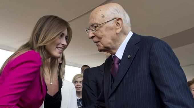 Il presidente della Repubblica Giorgio Napolitano e il ministro Maria Elena Boschi (Ansa)