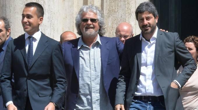 Beppe Grillo tra Luigi Di Maio e Roberto Fico (Imagoeconomica)
